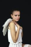 Weißer Engel des Schnees auf einem schwarzen Hintergrund Lizenzfreie Stockfotos