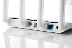 Weißer Farbdrahtloser WiFi-Modem-Router-Rückseite Stockfotos