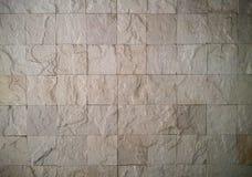 Weißer Felsen deckt Wandbeschaffenheit mit Ziegeln Stockfoto