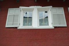 Weißer Fensterfensterladen Lizenzfreie Stockbilder