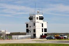 Weißer Fluglinienradar-Fernsehturm lizenzfreies stockbild