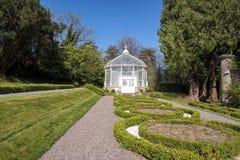 Weißer Garten-Pavillon stockbild