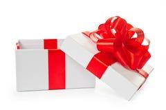 Weißer geöffneter Pappequadrat-Geschenkkasten Stockfotos