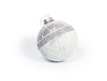 Weißer Glasweihnachtsball Stockfotografie