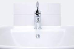 Weißer Handbasin Stockfotos