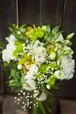 Weißer Heiratsblumenstrauß mit Tulpen stockfotografie