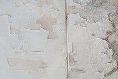 Weißer Hintergrund, alte abgebrochene Farbe auf der Betonmauer, Beschaffenheit Stockbild