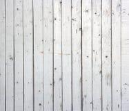 Weißer Hintergrund der verwitterten gemalten hölzernen Planke. Stockbilder
