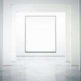 Weißer Innenraum mit leerem Plakat Stockfotos