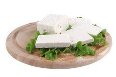 Weißer Käse auf hölzernem Lizenzfreies Stockfoto