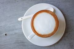 Weißer Kaffee morgens lizenzfreie stockbilder