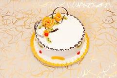 Weißer Kuchen mit Früchten Stockfoto