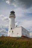 Weißer Leuchtturm auf Flamborough-Kopf in England Stockfotos
