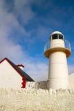 Weißer Leuchtturm im Dingle Lizenzfreie Stockfotografie
