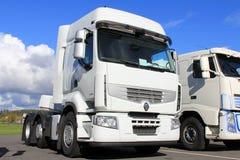 Weißer LKW Renault Premiums 460 Lizenzfreies Stockfoto