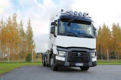 Weißer LKW-Traktor Renaults T480 Stockfotografie