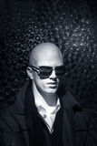 Weißer Mann mit Sonnenbrillen Lizenzfreie Stockfotografie