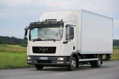Weißer MANN TGL Lieferwagen auf der Straße Stockbilder