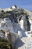Weißer Marmorsteinbruch Stockfotos