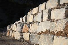Weißer Marmorsteinbruch Stockbilder