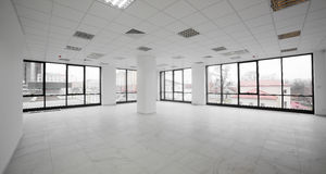 Weißer nagelneuer Innenraum des Büros Lizenzfreies Stockbild