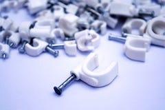 Weißer Plastik nagelt Hintergrund stockbild