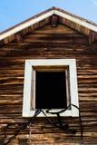 Weißer Rahmen in einem alten Blockhaus Lizenzfreies Stockfoto
