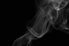 Weißer Rauch auf schwarzem Hintergrund Stockfotografie