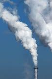 Weißer Rauch von der Fabrik Lizenzfreie Stockfotos