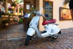 Weißer Roller in Prag Stockbilder