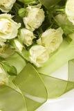 Weißer Roseblumenstrauß Stockbild