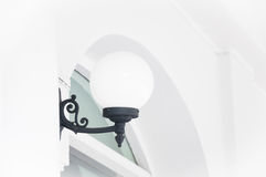 Weißer runder klassischer Blick der Lampe auf der Wand Lizenzfreie Stockbilder