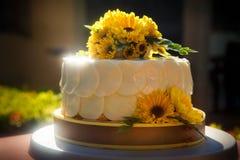 Weißer sahniger köstlicher Kuchen Stockfotos