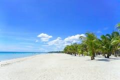 Weißer Sand-Paradies-Strand lizenzfreie stockbilder