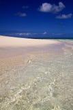 Weißer Sandstrand mit erstaunlich klarem Wasser, Reiher-Insel Australien Lizenzfreie Stockfotos