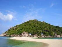 Weißer Sandstrand und -hügel auf Insel Stockbilder