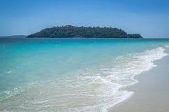 Weißer Sandstrand von Adang-Insel, Andaman-Meer, das südliche von Stockbild