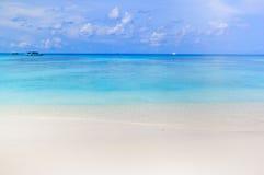 Weißer Sandstrand von Andaman-Meer in Tachai-Insel Lizenzfreies Stockbild