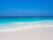 Weißer Sandstrandhintergrund Lizenzfreies Stockbild