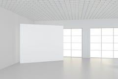 Weißer sauberer Innenraum mit leerem weißem Plakat Stockbilder