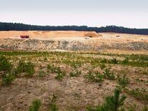 Weißer sauberer Sandbergbau für Glasproduktion Wiederherstellung des gewonnenen Gebiets Lizenzfreie Stockfotografie
