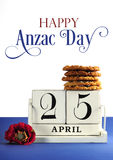 Weißer schäbiger schicker Weinleseartkalenderblock für Anzac Day am 25. April mit traditionellen Anzac-Keksen und Beispieltext Lizenzfreies Stockbild