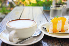 Weißer Schalenkaffee des Cappuccinos stockbild