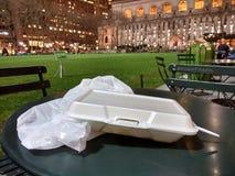 Weißer Schaum nehmen Behälter, Bryant Park, Manhattan, NYC, NY, USA heraus Lizenzfreies Stockfoto