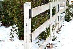 Weißer Schienen-Zaun/Schnee Lizenzfreie Stockbilder