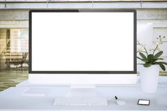 weißer Schirmcomputer am Büromodell lizenzfreie stockbilder