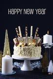 Weißer Schokoladenkuchen des guten Rutsch ins Neue Jahr Stockbilder