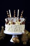 Weißer Schokoladenkuchen des guten Rutsch ins Neue Jahr Stockfotografie