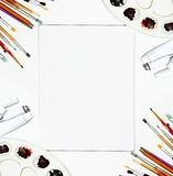 Weißer Segeltuchspott des Malzeugs und des freien Raumes oben Kunst Hintergrund, Bürsten Stockbild