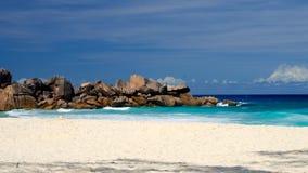 Weißer Strand von Seychellen Stockfotos